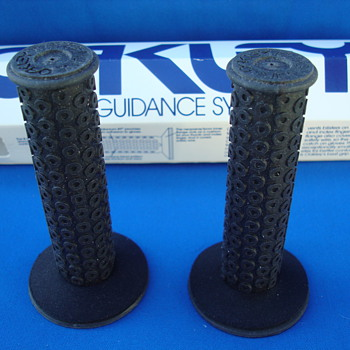 1980's OAKLEY B-2 BLACK GRIPS - Sporting Goods