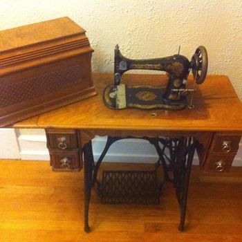 Antique Singer Treadle 40 Vs40 Collectors Weekly Mesmerizing Old Singer Sewing Machine Values