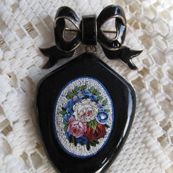 Georgian (Biedermeier) enameled Flower Micro Mosaic bow brooch and locket - Fine Jewelry