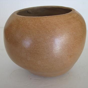 Micaceaous Pottery, Pueblo? Artist?