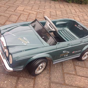 Jaguar xj12 pedal car - Toys