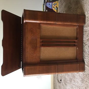 Montgomery Wards Airline Radio and Record Player