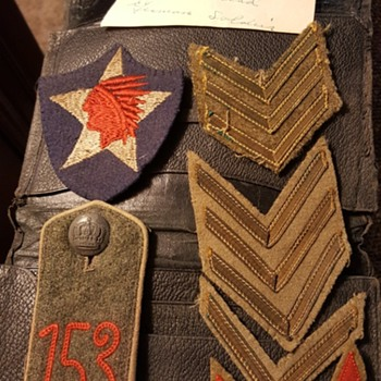 Mysterious military insignia - Medals Pins and Badges