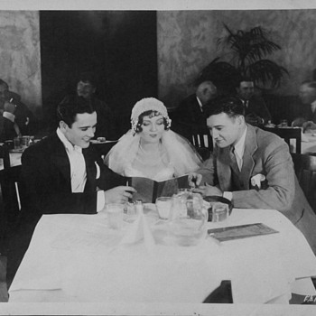 """""""Abie's Irish Rose"""" Movie players Buddy Rogers & Nancy Carroll in Paramount Commissary With Richard Dix and Others 1928 - Photographs"""