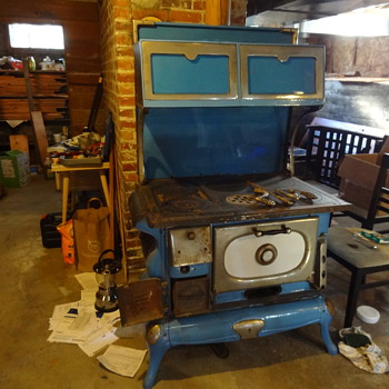 Blue Windsor cook stove found in our basement - Kitchen