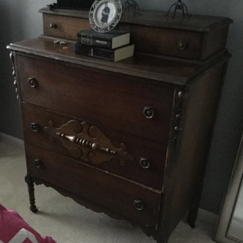 Trying to determine era - Furniture