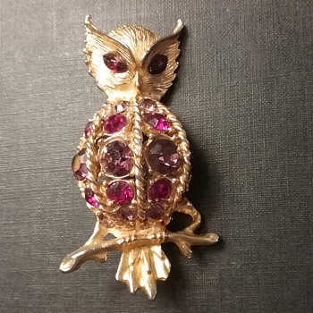 Hattie Carnegie owl brooch  - Costume Jewelry