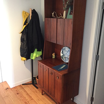 Mid-Century cabinet with broken knobs - Furniture