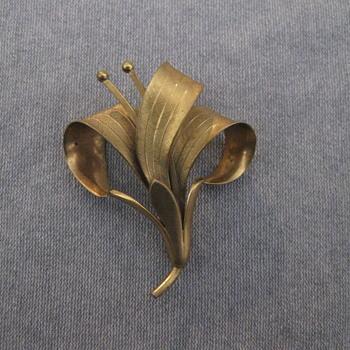 Gold flower spray pin - Fine Jewelry