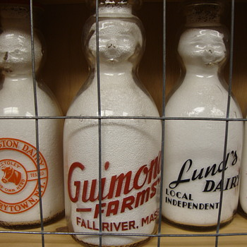 GUIMOND FARMS...FALL RIVERS MASSACHUSETTS BABY TOP MILK BOTTLE - Bottles