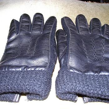 1966-'dents' mens gloves.