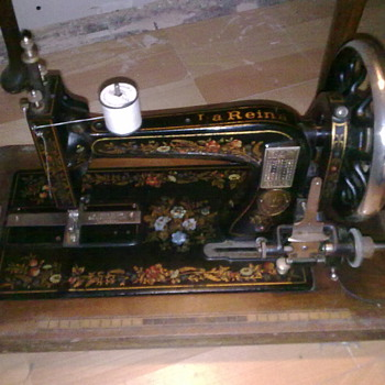 la reine/reina hand cranked sewing machine - Sewing