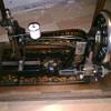 la reine/reina hand cranked sewing machine