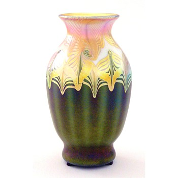 A small Quezal vase - Art Glass