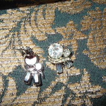 Vintage unmarked rhinestone earrings