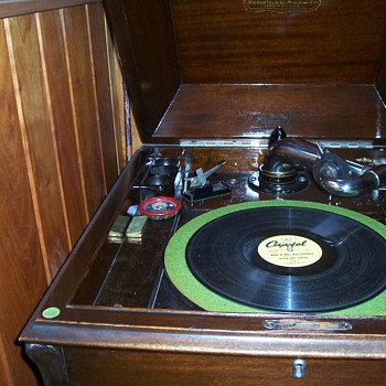 MY VICTROLA WITH ONE OF MY FAVORITE RECORDS - Electronics
