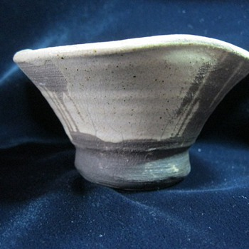 Small mystery Japan pottery bowl is unsigned appears primitive