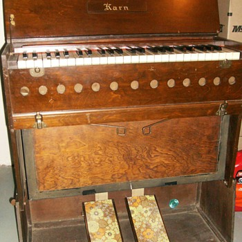Circa 1925 - KARN REED PUMP ORGAN with Booklet - Musical Instruments