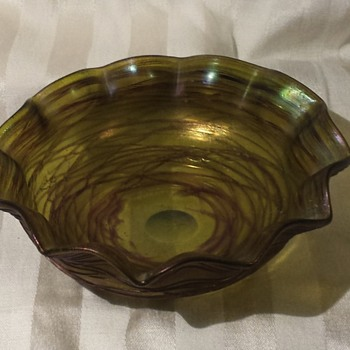 Threaded iridescent bowl - Art Glass