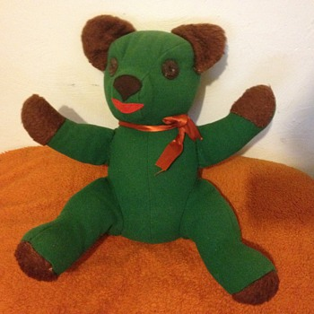 Able to identify this beautiful old green bear? - Dolls