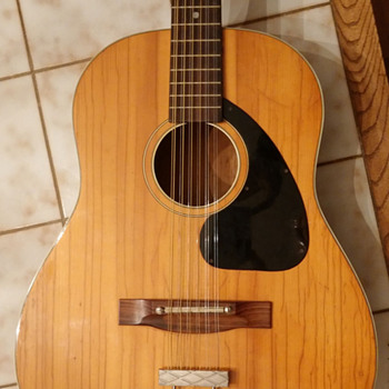 Can anyone help identify the maker of this 12 string? - Guitars