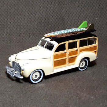 Johnny Lightning Surf Rods 1941 Chevy Special Delivery Woody - Model Cars