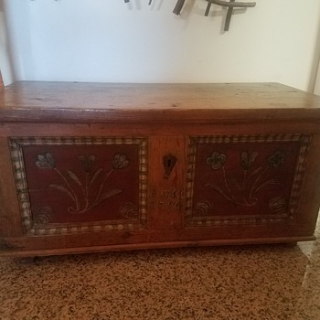 I bought this trunk at a thrift store, could it be the real thing? - Folk Art