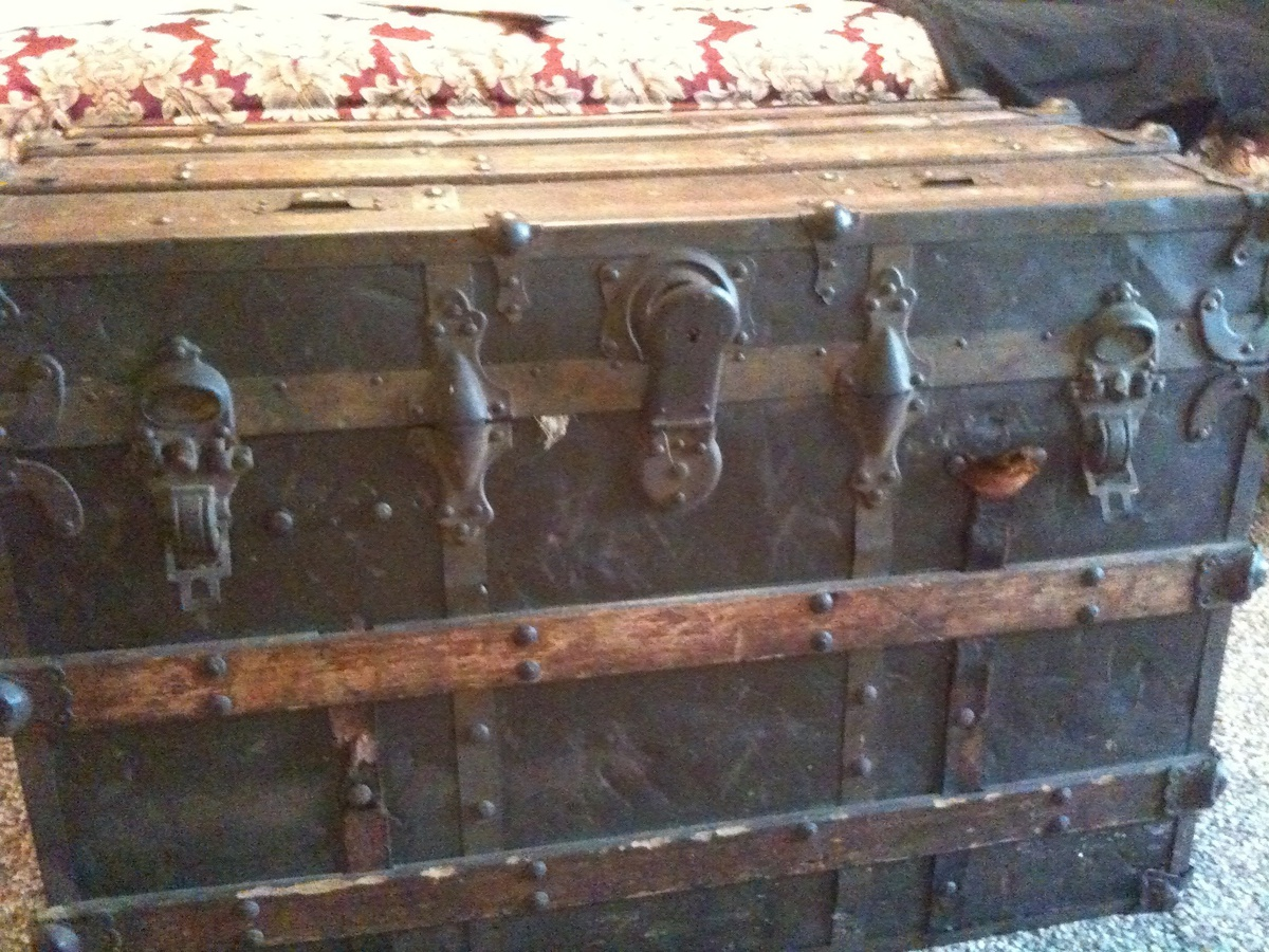Old Steamer Trunk Collectors Weekly
