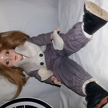 antique vintage doll need help to identify please - Dolls