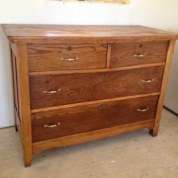 Dresser with key hole - Furniture
