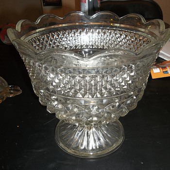 Heavy crystal bowl with pedestal (Compote?) - Glassware