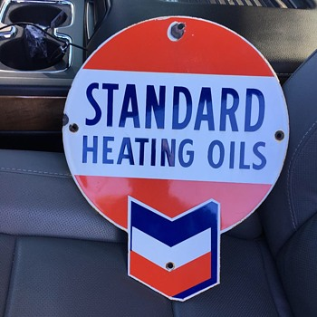 Original Standard Heating Oils porcelain pump plate  - Petroliana