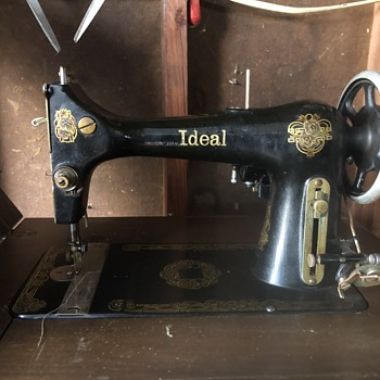 Ideal antique sewing machine - Sewing