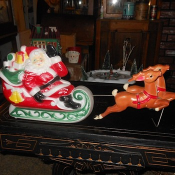 Blow Mold Santa Sleigh and Reindeer Empire Plastics 1970 - Christmas