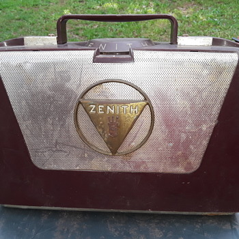 old ZENITH portable AM radio with WAVE-MAGNET antenna - Radios