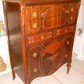 1920's Bassett Furniture Co. Chest of Drawers - Furniture