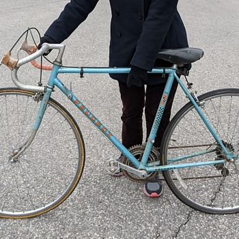 Peugeot 103 bicycle. - Sporting Goods