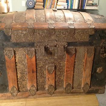 Hump back trunk any info please? - Furniture