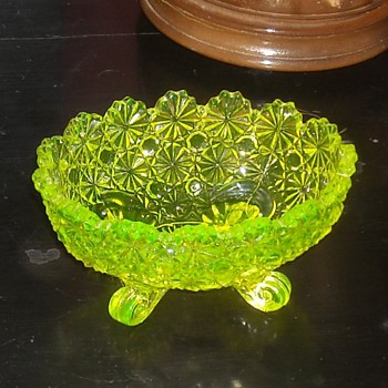 Small Vaseline Glass Bowl by Fenton Daisy & Button Patern - Glassware