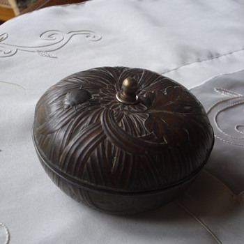 Have a nice Day of the friend for all my followers on CW, a brass trinket box given as present  - Furniture
