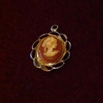 Antique/Vintage small Cameo Pendant - Costume Jewelry