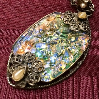 Pretty glass necklace - Costume Jewelry