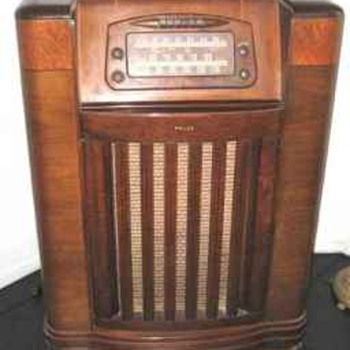 1946 Philco Radio-Phonographic Model 46-1209 - Radios