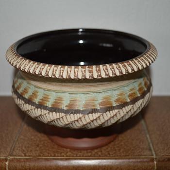 Dumler & Breiden pedestal bowl - Pottery