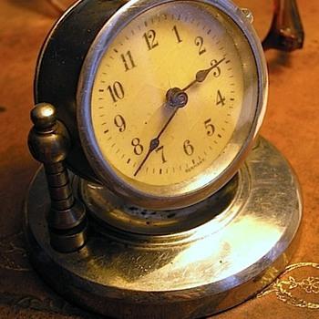 Small vintage Clock - Any Ideas?