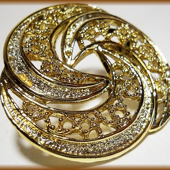 GERRY'S MARKED VINTAGE BROOCH - Swirls - Costume Jewelry