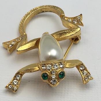 Knockoff or reject Trifari - Costume Jewelry