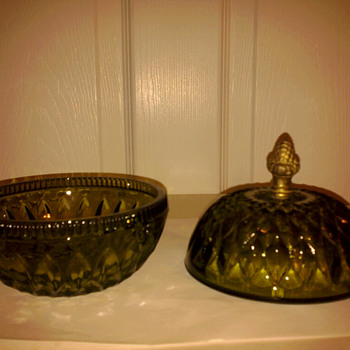 Green candy dish, unkwown - Glassware