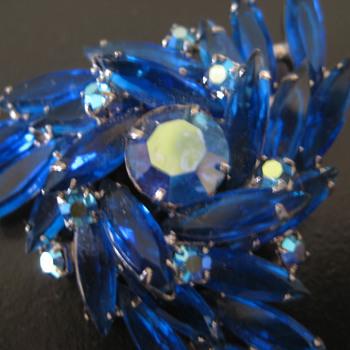 Vintage Pin - Costume Jewelry