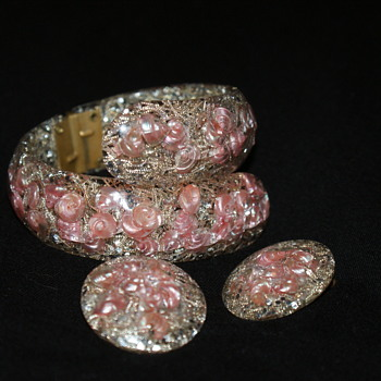 Vintage Confetti Lucite By-Pass Bracelet and Earrings with Small Seashells - Costume Jewelry